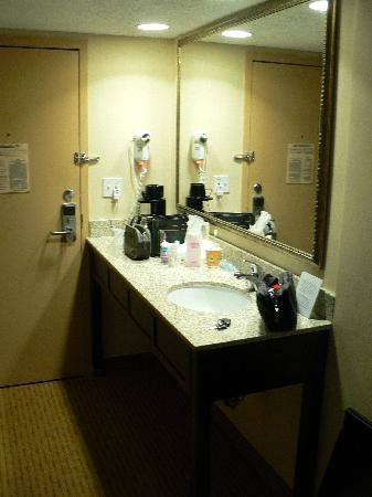 Holiday Inn Express Braintree: Sink next to entrance