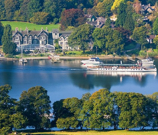 Newby Bridge, UK: Looking down on Lakeside Hotel from Gummers How