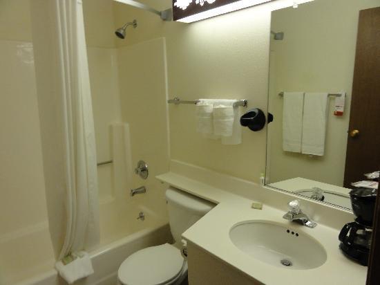 Super 8 Santa Fe: La salle de bain