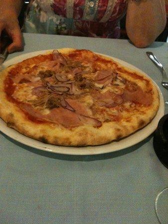 Ristorante agli Oleandri: Deliziosa Pizza