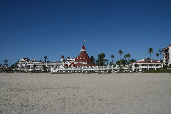Hotel del Coronado : The hotel from the beach - taken in Sept 2009