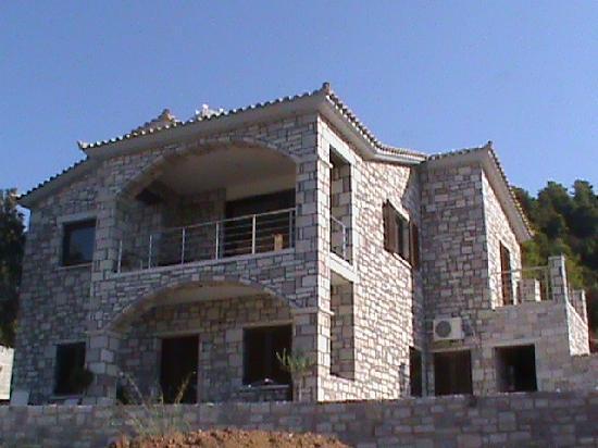 Kyparissia, Greece: Διαμονη σ Πετρινη Βιλα στην Ελαια