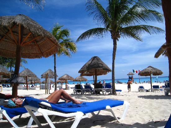 Sandos Playacar Beach Resort: Beach