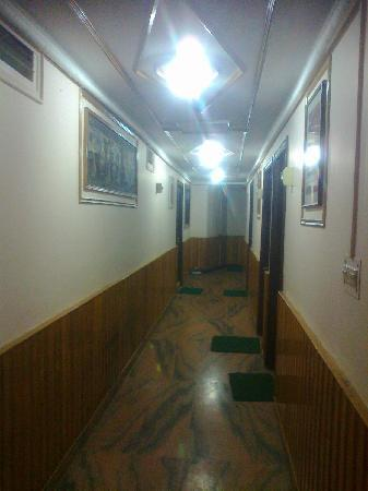Hotel Mohit: Passage