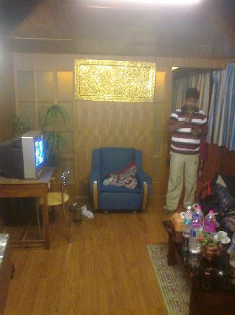 Hotel Mohit: Living Area in the suite