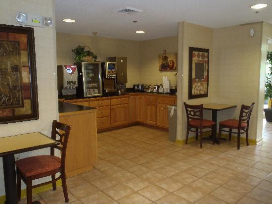 Jacksonville Plaza Hotel & Suites: Jacksonville Plaxa Breakfast Area