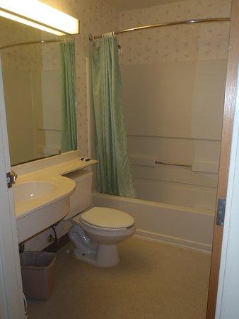 Jacksonville Plaza Hotel & Suites: Jacksonville PLaza Bathroom