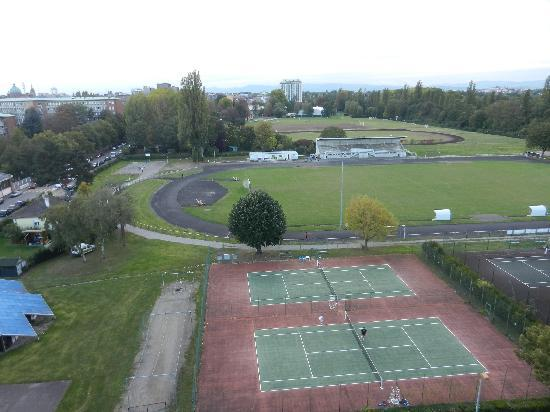 Hilton Strasbourg: Distance from room to soccer field