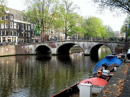 Shelter Jordan - Amsterdam Hostel: Amsterdam's canal system - beautiful