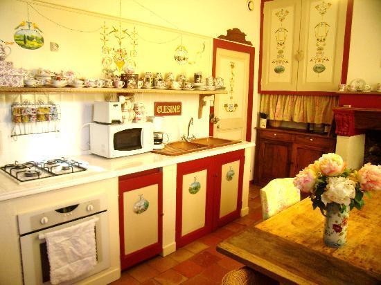 La Grange Bleue : la cuisine d 'Elisabeth et ses fresques