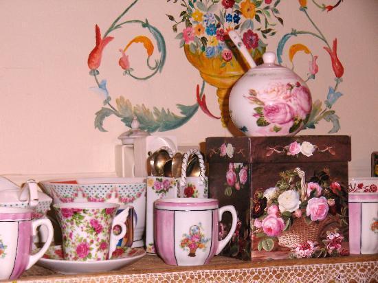 La Grange Bleue : les collections de tasses d' Elisabeth