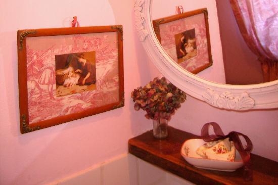 La Grange Bleue : petit détail d une salle de bain