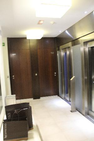Hotel Actual: lift hall -