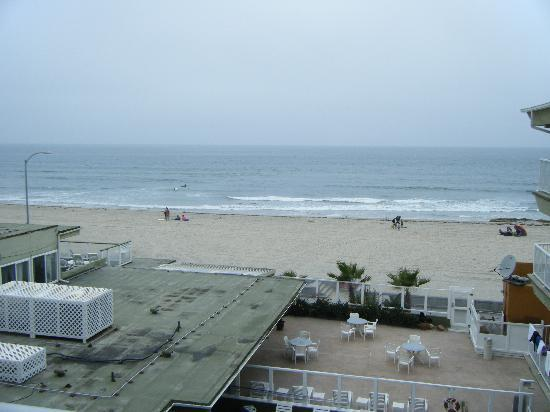 Surfer Beach Hotel: View from Room 407 - the only good thing about the room