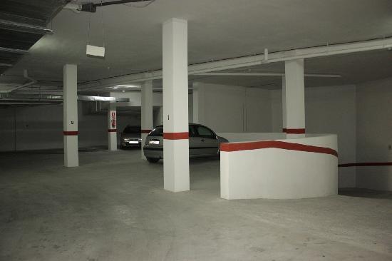 Apartamentos Turisticos Fercomar: Garaje