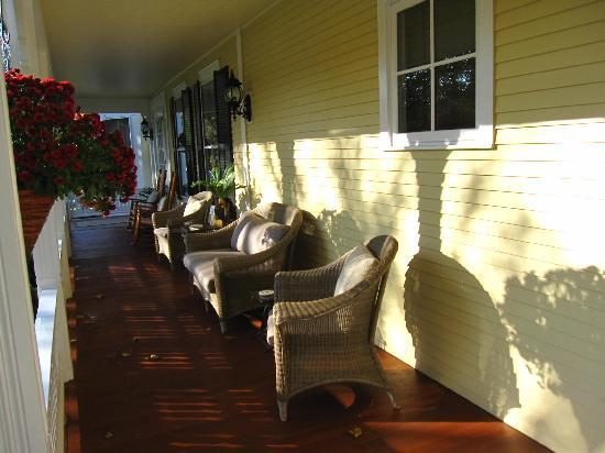 Jackson House Inn: Front Porch