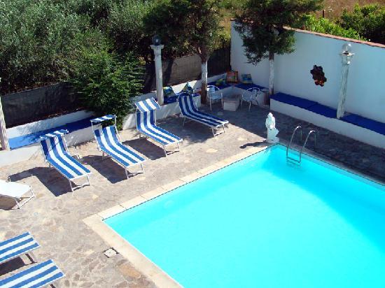 Vesevus B&B: La piscina