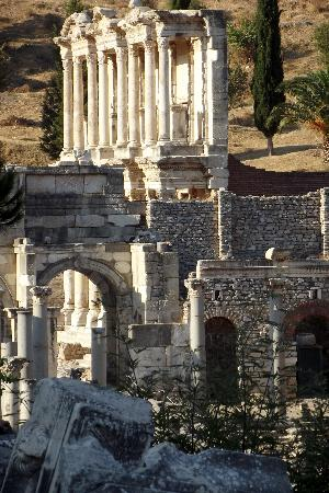 Ephesus Tours: Library from the Agora(market)