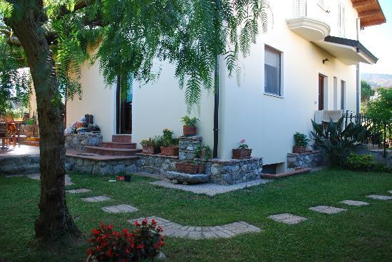 B&B DEL CARRETTO: lato villa