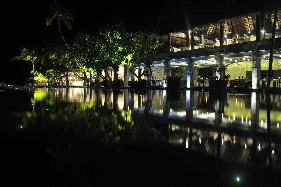 Anantara Kihavah Maldives Villas: reflejos