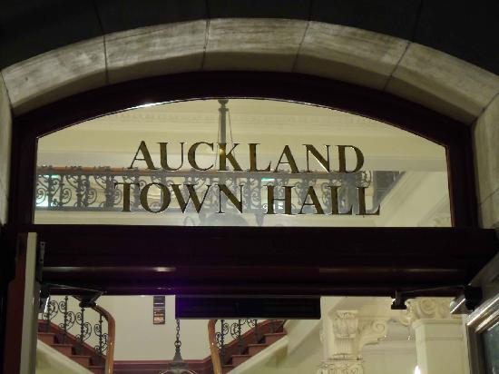 Auckland Town Hall : Inscription over the main entrance to the Town Hall