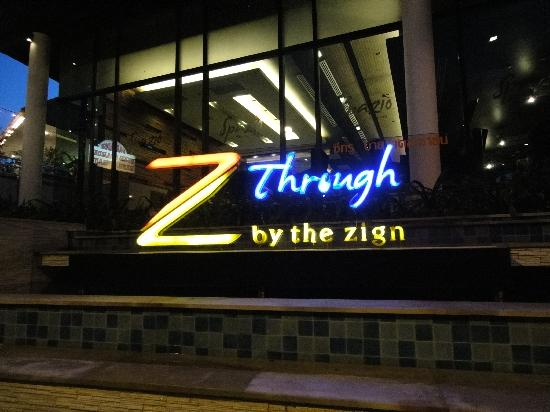 Z Through By The Zign: 入口の看板です