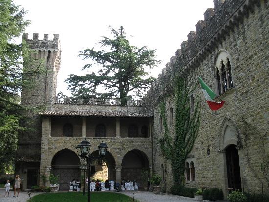 Castello dell'Oscano: the castle, front