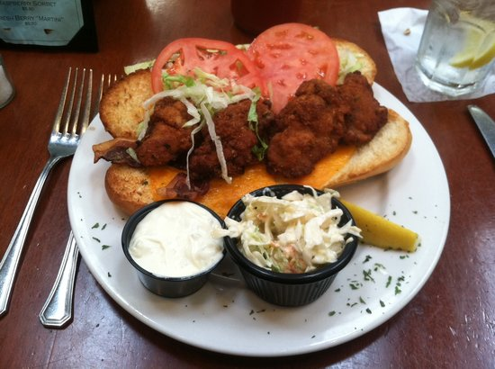 Fried Oyster Po Boy: fotografía de Mt Washington Tavern, Baltimore ...