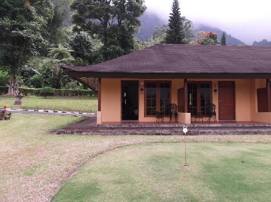 Handara Hotel & Country Club: Superior Bungalow