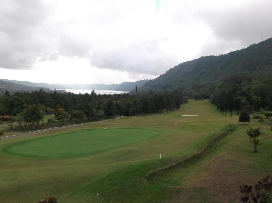 Handara Hotel & Country Club: 18th hole view from bar.