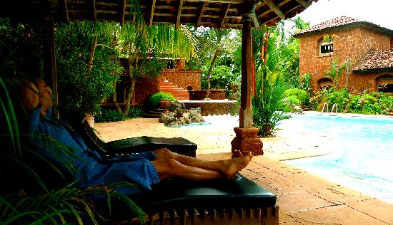Pousada Tauma: relaxing by the beautiful, custom designed pool every morning with our coffees...