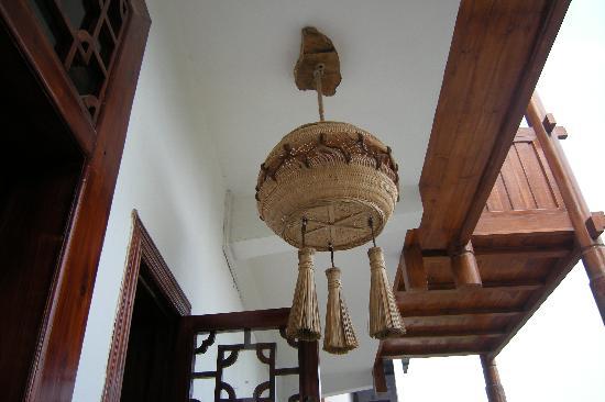 Yangshuo Phoenix Pagoda Fonglou Retreat: 洗鍋刷燈罩