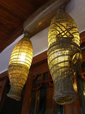 Yangshuo Phoenix Pagoda Fonglou Retreat: 很有特色的竹簍燈