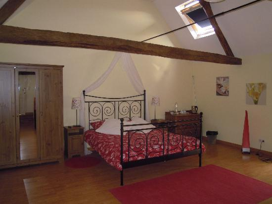 Loire Valley Breaks: Ete bedroom & sitting room