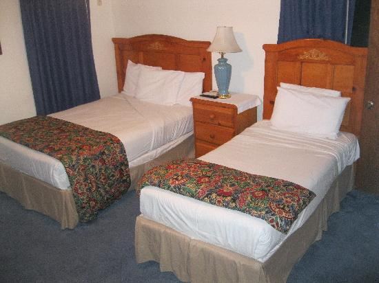 Rest Haven Motel: room 12 - 2 beds (1 full & 1 twin)
