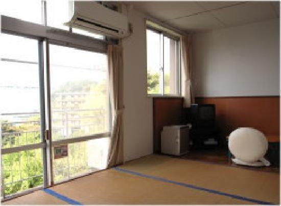 Shimonoseki City Hinoyama Youth Hostel: ご夫婦や団体の引率の方などでご利用いただける2名定員の寝室です。