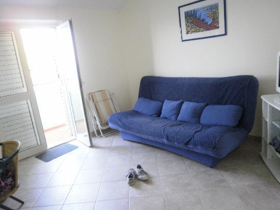 Maestral Villa : sofa area