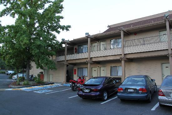 BEST WESTERN PLUS Sonora Oaks Hotel & Conference Center: kostenloser Parkplatz vor dem Hotel