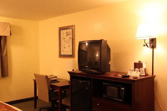 BEST WESTERN PLUS Sonora Oaks Hotel & Conference Center : Doppelzimmer mit TV, Kühlschrank, Mikrowelle, Klima, uvm
