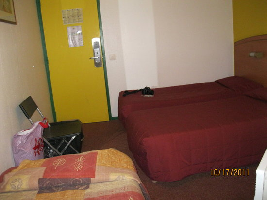 Sky Hôtel Emerainville: Room for 3