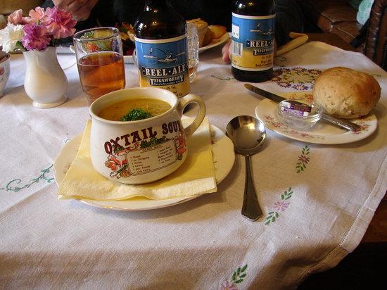 Georgian Tea Room & Restaurant: sobre manteles de hijo