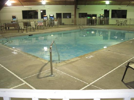 Clarion Hotel Conference Center South: Nice Indoor Pool