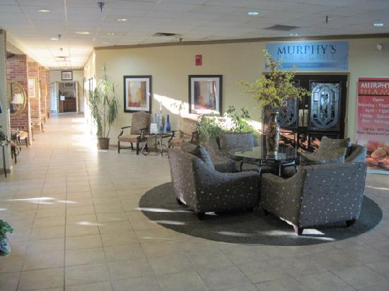 Clarion Hotel Lexington Conference Center: Nice common sitting areas, Bar & Grill
