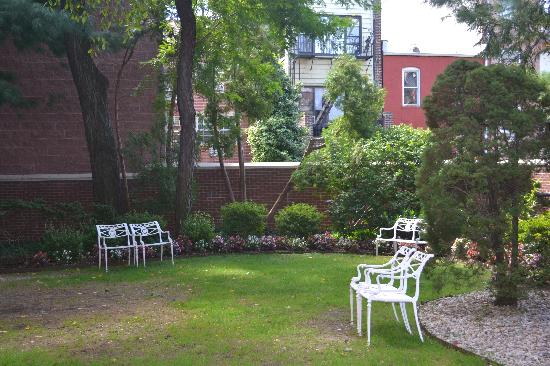 The Tranquil Garden Of Louis Armstrong S Home Picture Of Louis