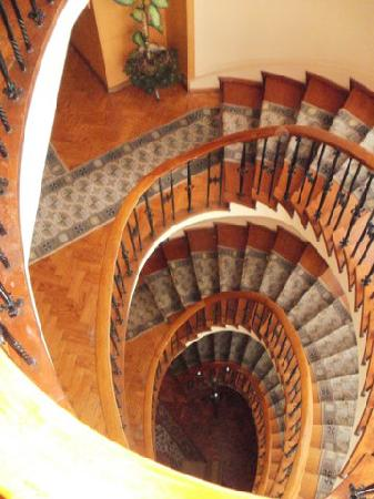 Hotel Porto Mar: Use the stairs - they're wonderful!