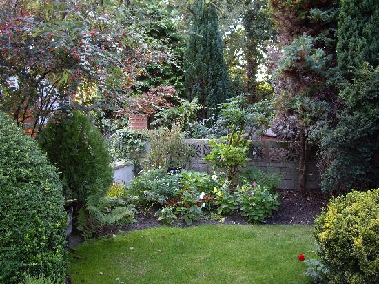 Danecourt Lodge: garden