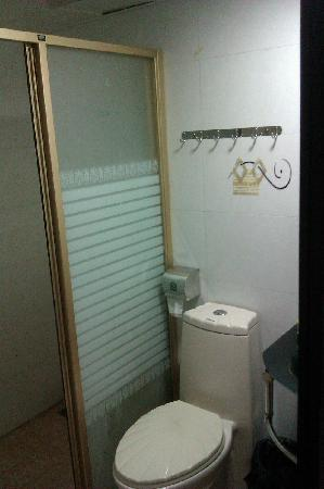 Siyecao Jinsheng Apartment Hotel: Salle d'eau