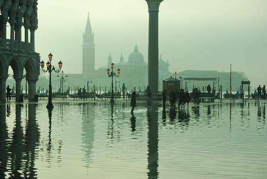Cavalletto & Doge Orseolo : La Plaza de San Marcos al amanecer inundada