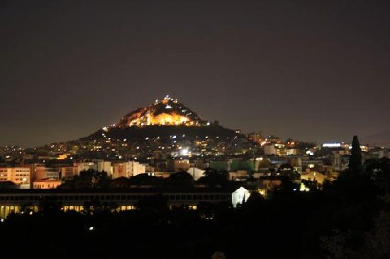Filoistron : Athens all lit up from our table