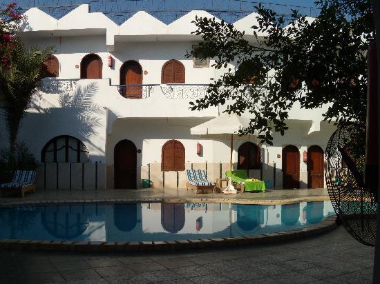 Dahab Plaza Hotel: My ground floor room and pool on doorstep.